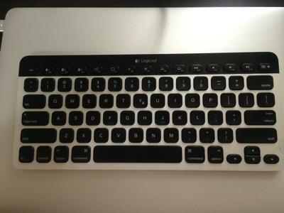 コンパクトなEasy-Switch Keyboard K811でiphoneでの入力をスムーズに