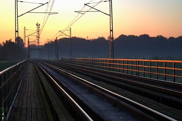 Railway 1532375 640